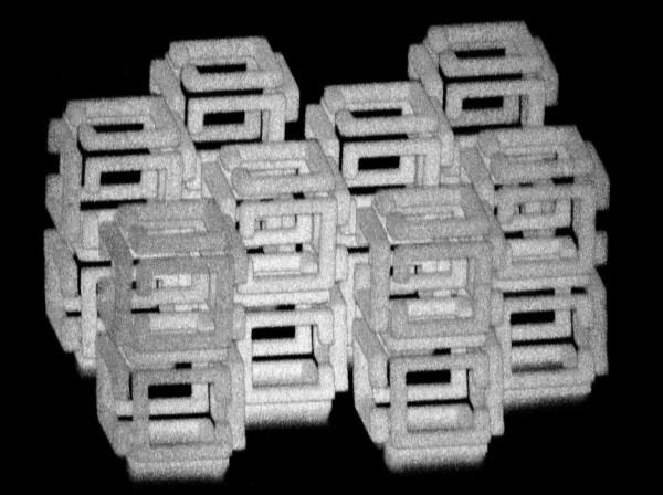 這張照片就是MIT研究團隊利用「內爆製造」做出的3D奈米結構,再複雜的結構對於「內爆製造」來說,都能輕鬆縮小成一千倍。  地球圖輯隊