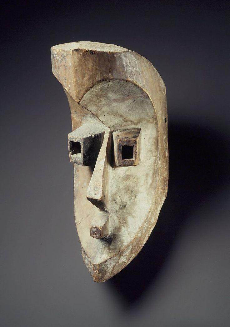 Gabon Mahongwe Mask, Brooklyn Museum.