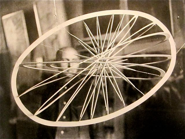Alexander Rodchenko,  Ellipse or Oval Hanging Construction no.12 , 1921.