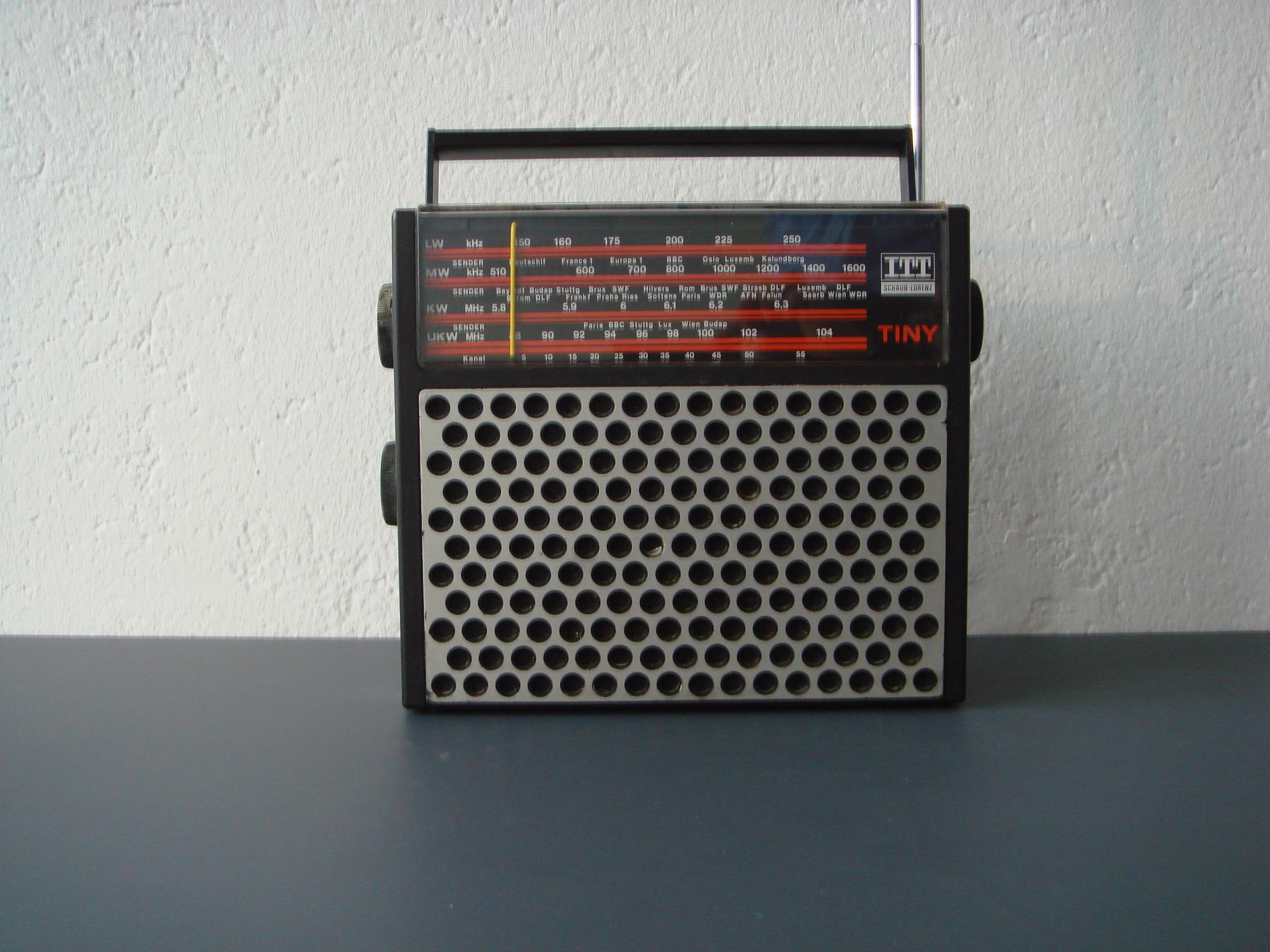 itt schaub lorenz tiny 4band radio