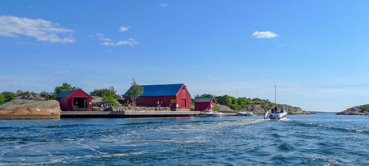 Bøyenaustet ligger idyllisk til ved Strømsundet, sundet som skiller Strømtangen og Torautøyene. Foto: Oslofjordens Friluftsråd