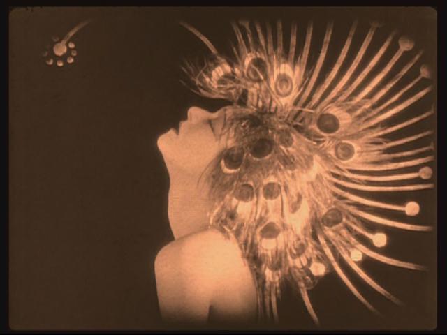 Salomé in peacock headdress (186 KB).jpg