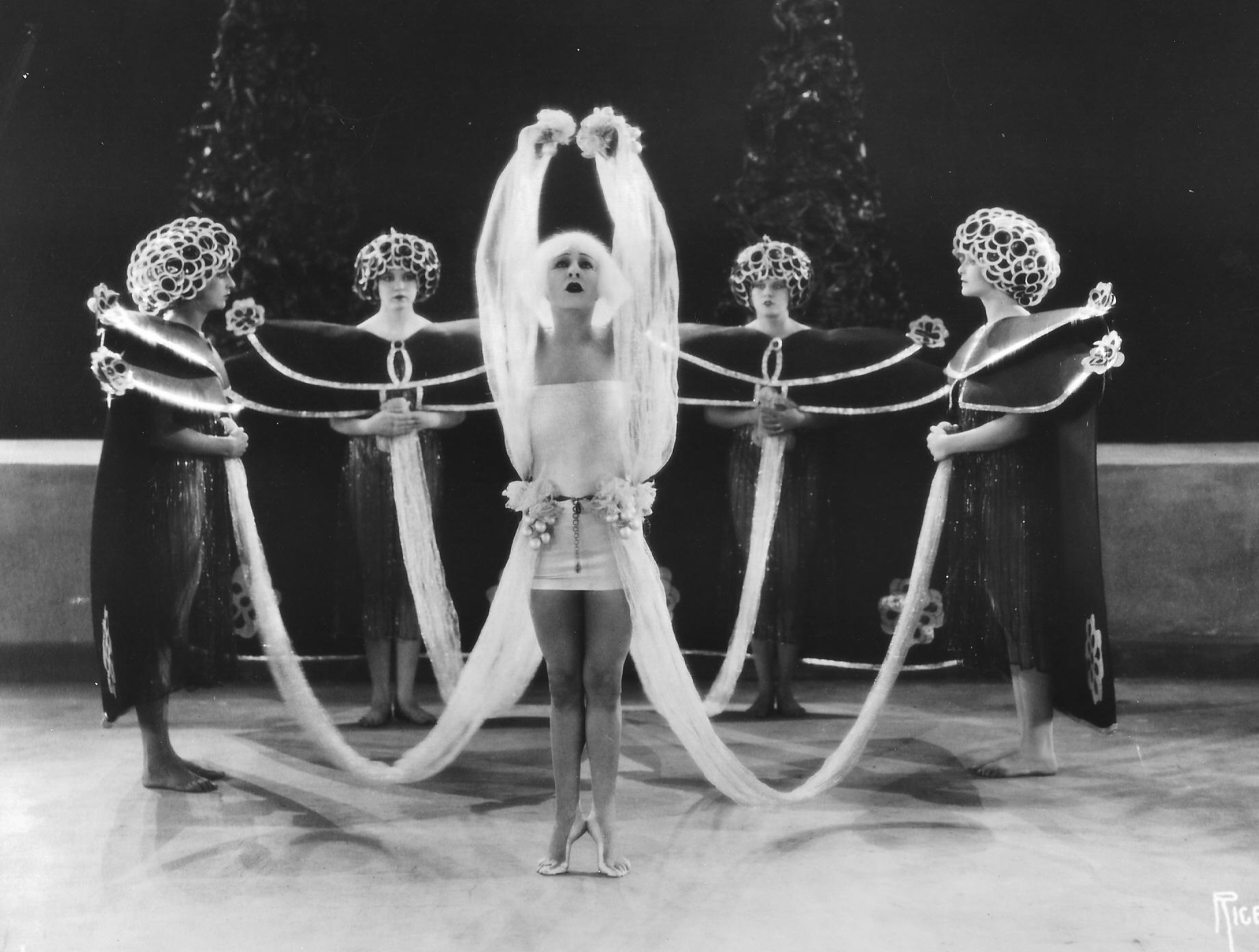 Salomé dance (664 KB).jpg