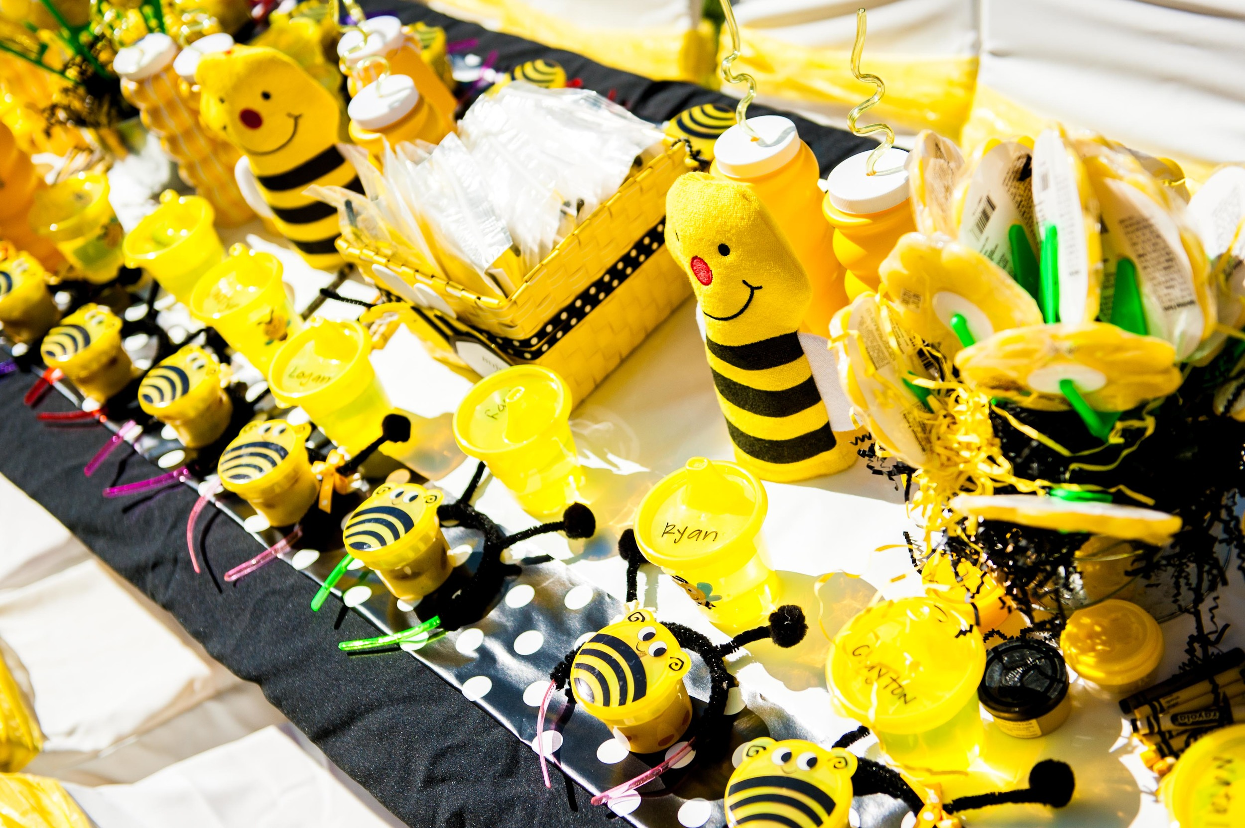 Fun to Bee One Kid's Table