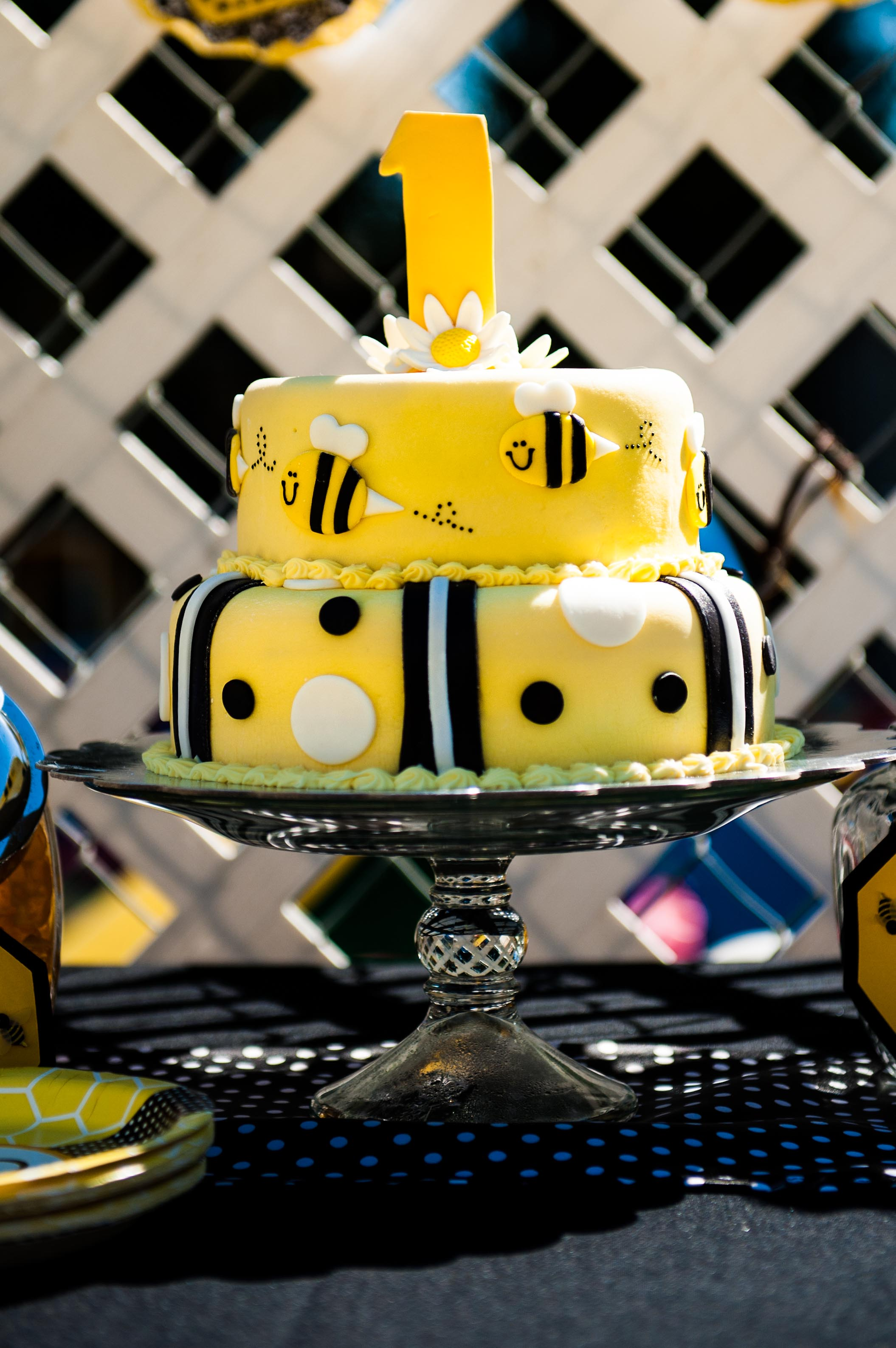 Fun to Bee One Cake