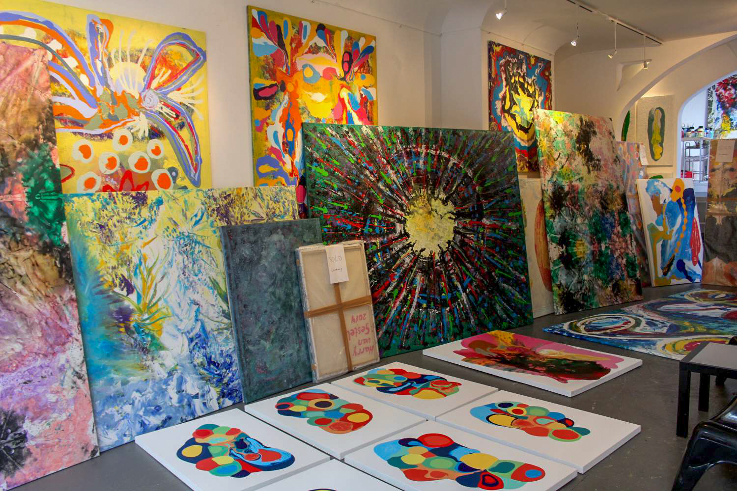 Large colorful paintings in the art studio Harry van Gestel in Amsterdam
