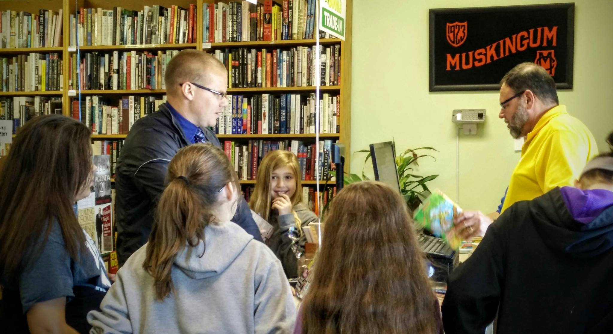 The 2016 champions of the Battle of the Books visit a local bookstore for their $100 shopping spree!