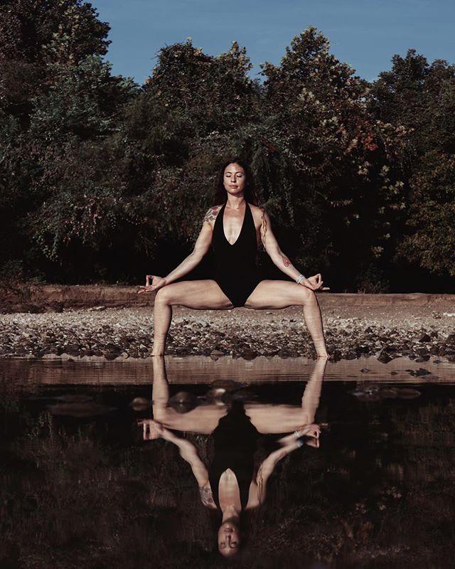 Good Morning Yoga Vibes w/ @allibeeyoga . . . . #portraitphotographer #austinphotographer #yoga #yogafit #selflove #blackswanyoga #yogachallenge #yogalife #trueself #yogaeveryday #yogainspiration #yogisofinstagram #outdooryoga #yogapractice #yogaposes #yogaoutside #yogalove #namaste #mediation #healthyliving #yogaddict #yogadaily #yogapose #spiritualgangster #yogajournal #yogacommunity #yogafam #portraitfeed #portraitmood #womenwhorunwithwolves