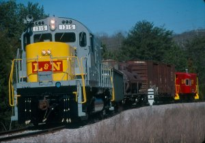 L&N 1315 passes a Southern whistleboard near TVA.