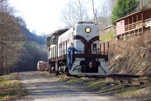 K&T 102 runs around the freight at the restored mining town of Barthell, Kentucky.