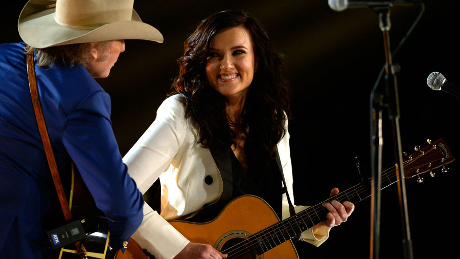 BRANDY CLARK AND DWIGHT YOAKUM STEALING THE SHOW AT THE GRAMMYS 2015