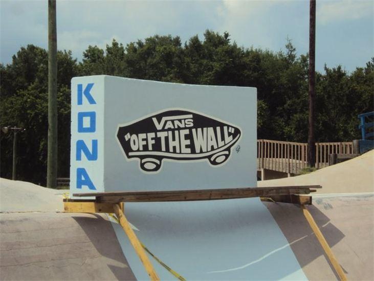 """VANS OFF THE WALL"" KONA SKATEPARK"