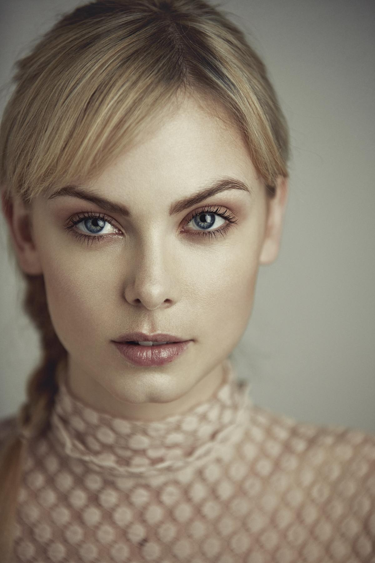 Emilie Tournevache Photographer Fashion Portrait Snow