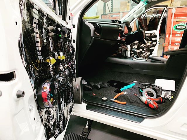 A few more sneak pics of the current Hilux build.  Soon the full specs in and out will be released once the finishing touches are sorted.  sales@vogueindustries.com  #vogueindustries #vogue #voguebuilt #toyota #hilux #n80 #toyotanation #jlaudio #alpine #mongooseaudio #pomponazzi #pomp #teampomp #pomponazzi880xx #pomponazziaustralia #4x4 #offroad #aus4x4 #4x4aus #stockisboring #insideout #upgrades #rival4x4 #drivetech4x4 #whiteandblack #methodracewheels #toyotyres