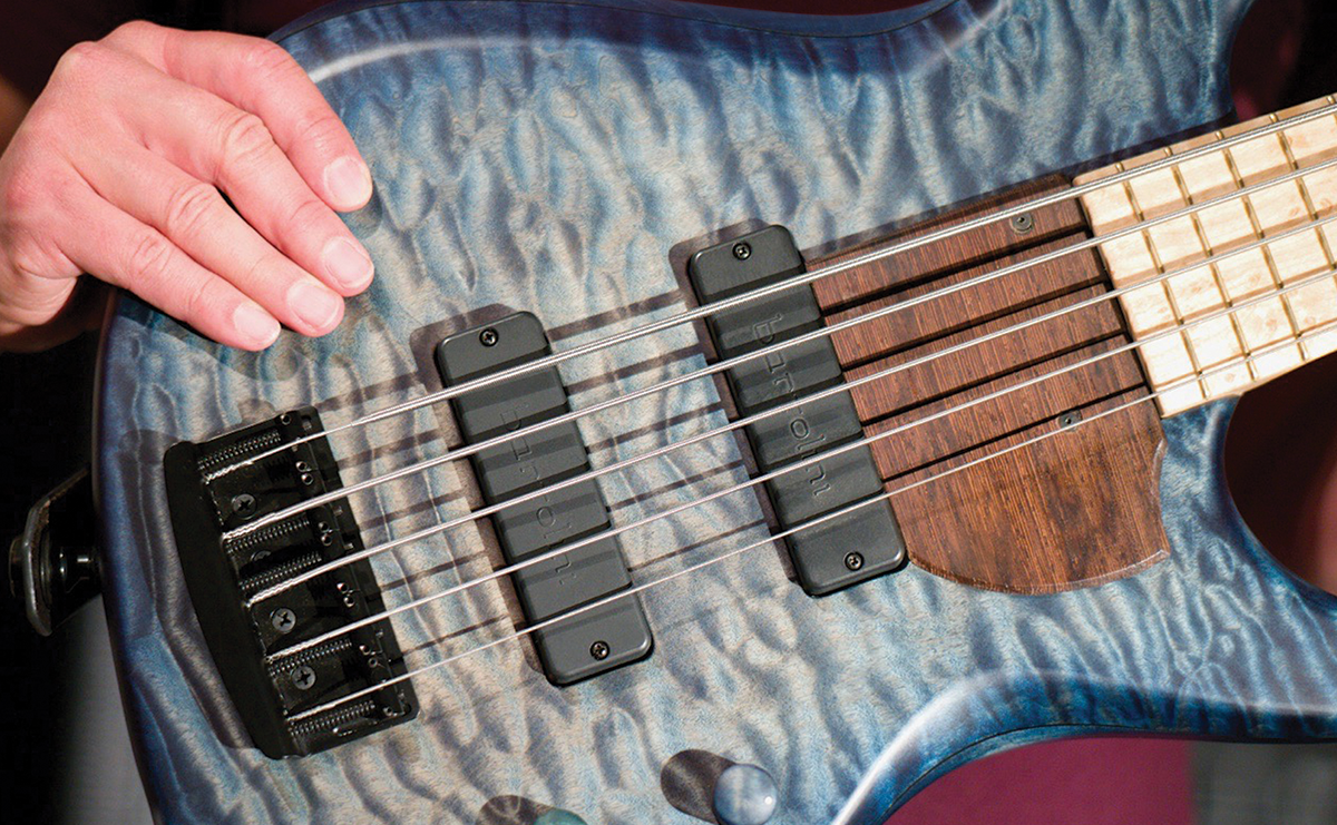 Norm_hand_bass.png