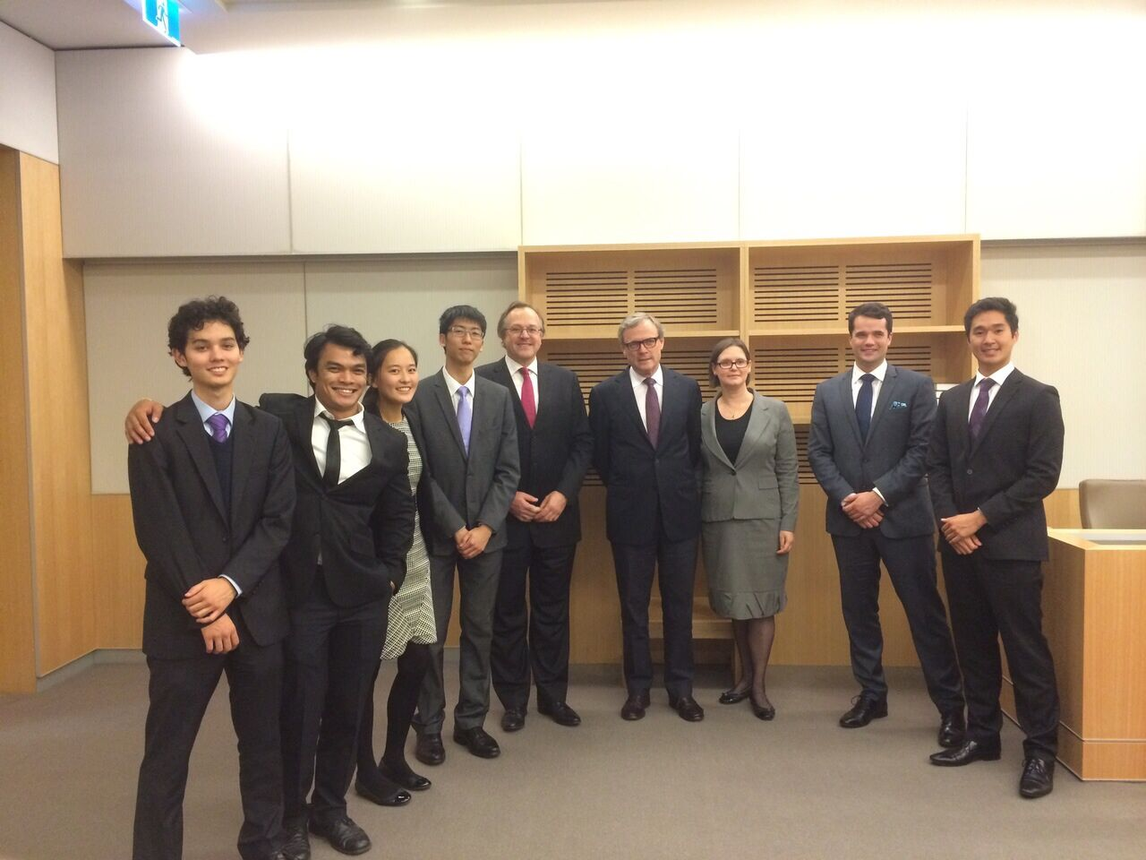 The grand finalists of the 2015 Ashurst Private Law Moot, from the University of New South Wales and the University of Melbourne, with Justice Anthony Meagher (NSW Court of Appeal), Justice Richard White (NSW Supreme Court) and Professor Simone Degeling (Co-Director of the Private Law and Policy Research Group, UNSW)