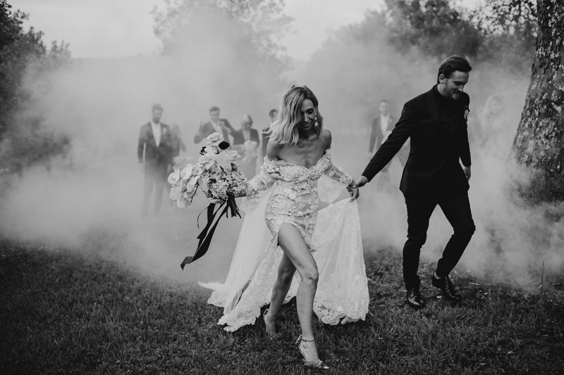 byron_bay_wedding_black_and_white_jasoncorrotophoto_smokebombs