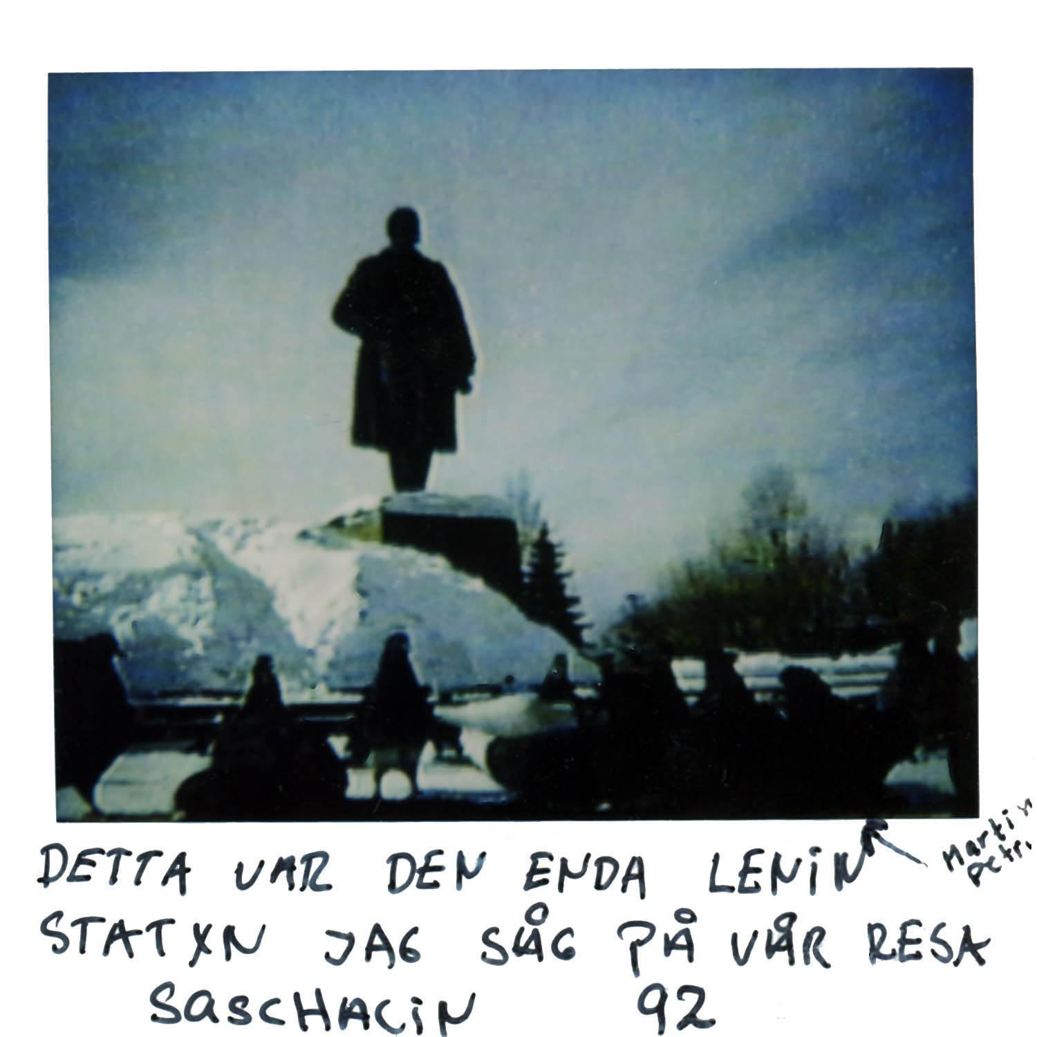 This was the only statue of Lenin i saw on our trip through Sachalin -92  the arrow points to Marin&Petri