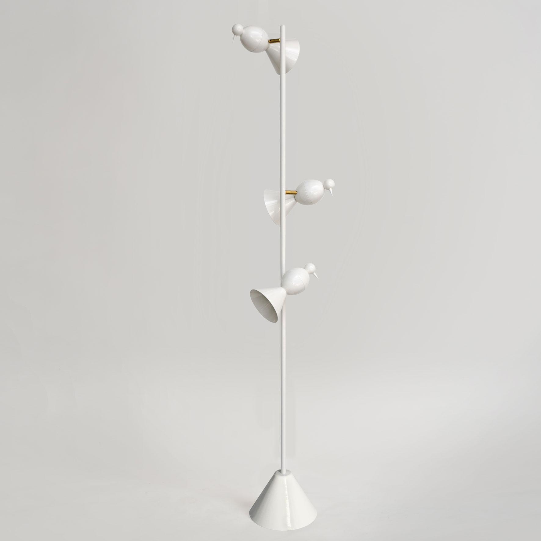 Alouette-white-floor-grey-background.jpg