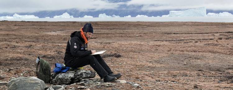 Sketching in Harefjord. (Photo credit: Christine Bernasconi)