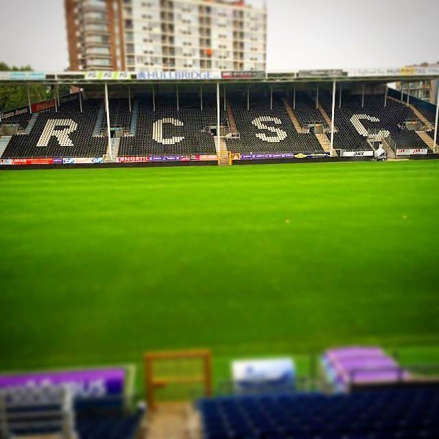 Utilisation de la  T-STAR  (typographie préconisée dans la charte graphique) dans les nouvelles tribunes du Royal Charleroi Sporting Club