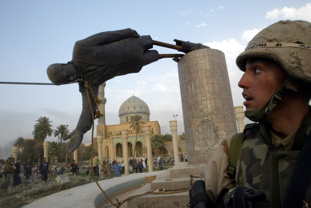 US militants stage media event, toppling Saddam Hussein statue in Firdaus Square (April 2003)