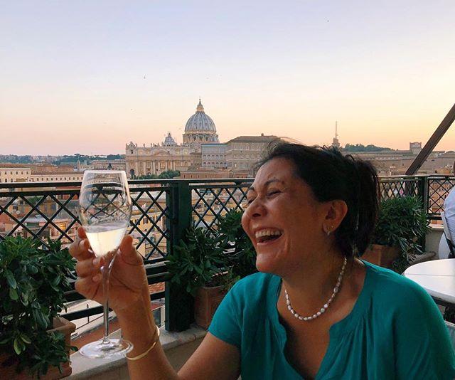 A la mujer que vive la vida en una sola risa, feliz cumpleaños! ♥️ Salud mamita!