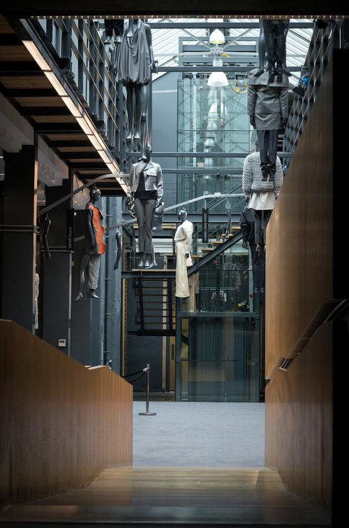 mechanical mannequin installation