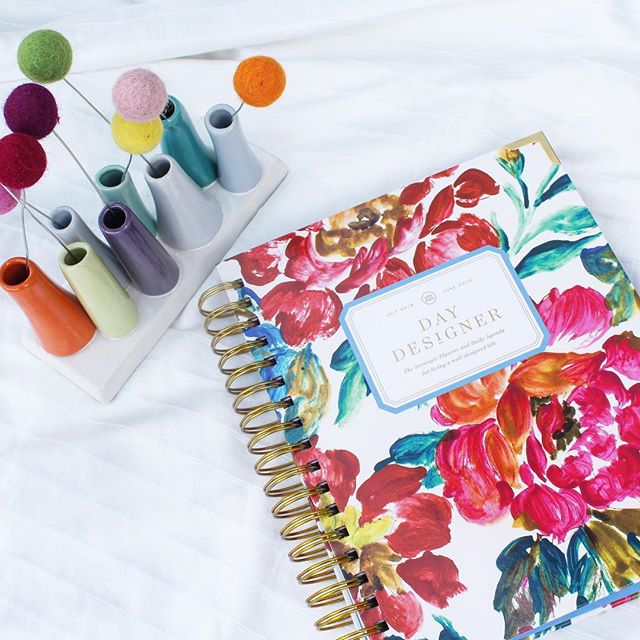 Have you seen the new @thedaydesigner covers? The vintage floral has my ❤️. It's the beginning of a new month. Time to set goals, make plans and to dream big. Who is ready for April? #mondaymotivation  #bitofdelish #daydesigner #planner #planneraddict #prettythings #mondayvibes #organization #dreambig #setgoals #bossbabe #bosslady #motivation #inspiration #vintage #columbiasc #charlottenc #planner #blogger #lifestyleblogger #lifestylephotography #plannercommunity #helloapril