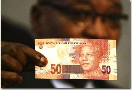 Jacob Zuma displays new Nelson Mandela banknotes