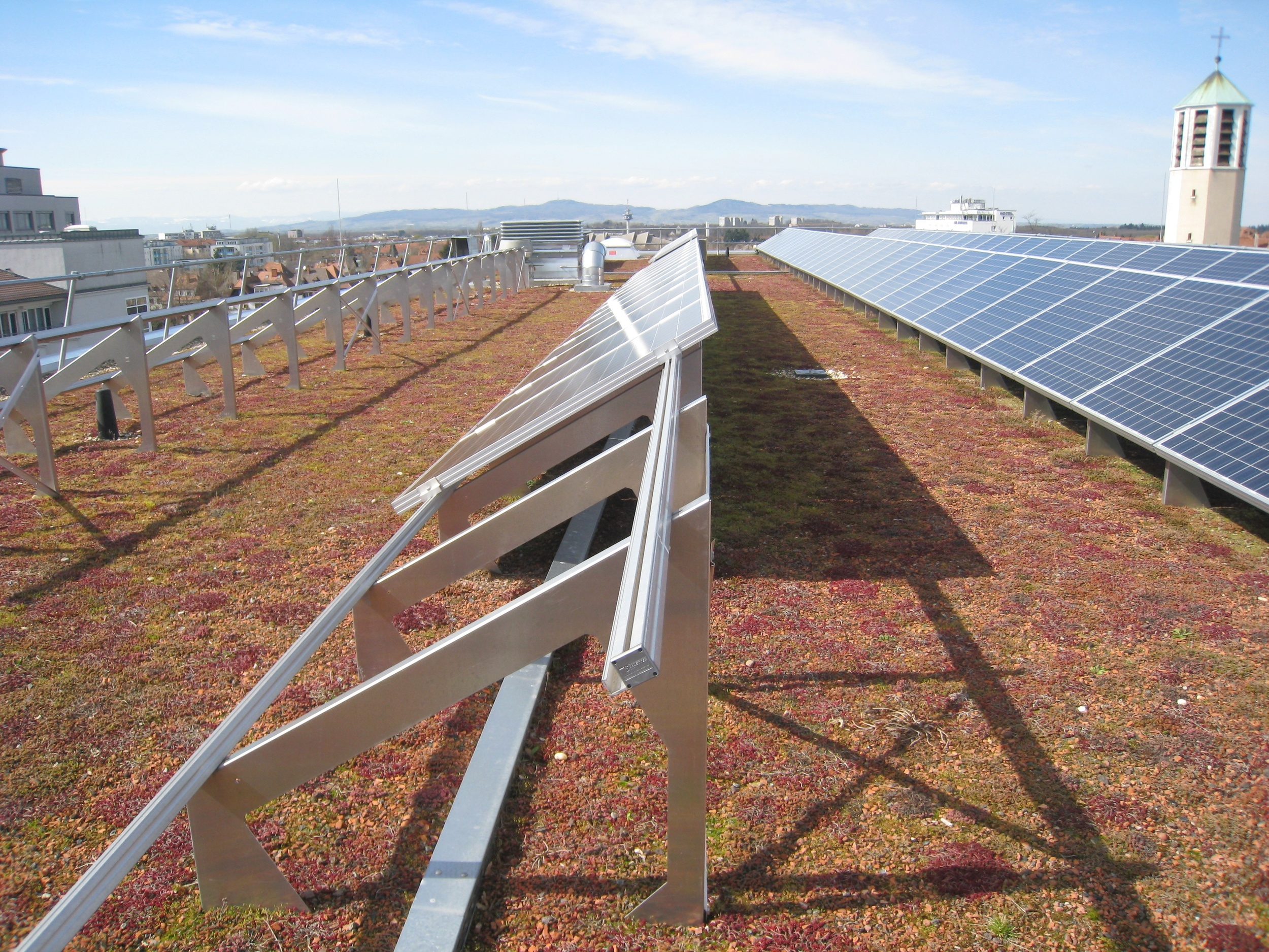 18 Green roof with PV, Friburg, photograph courtesy of livingroofs.org.jpg