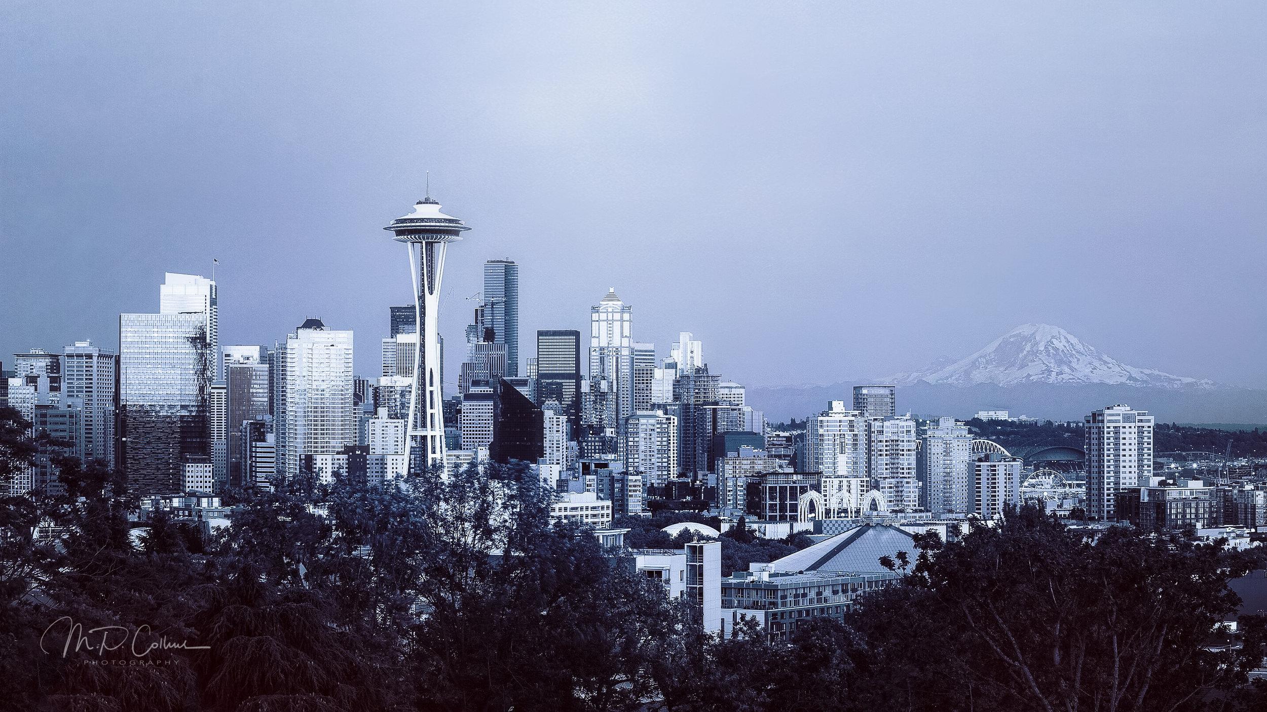 Seattle Skyline at dusk | ISO 125, 70mm, f9, 1/40