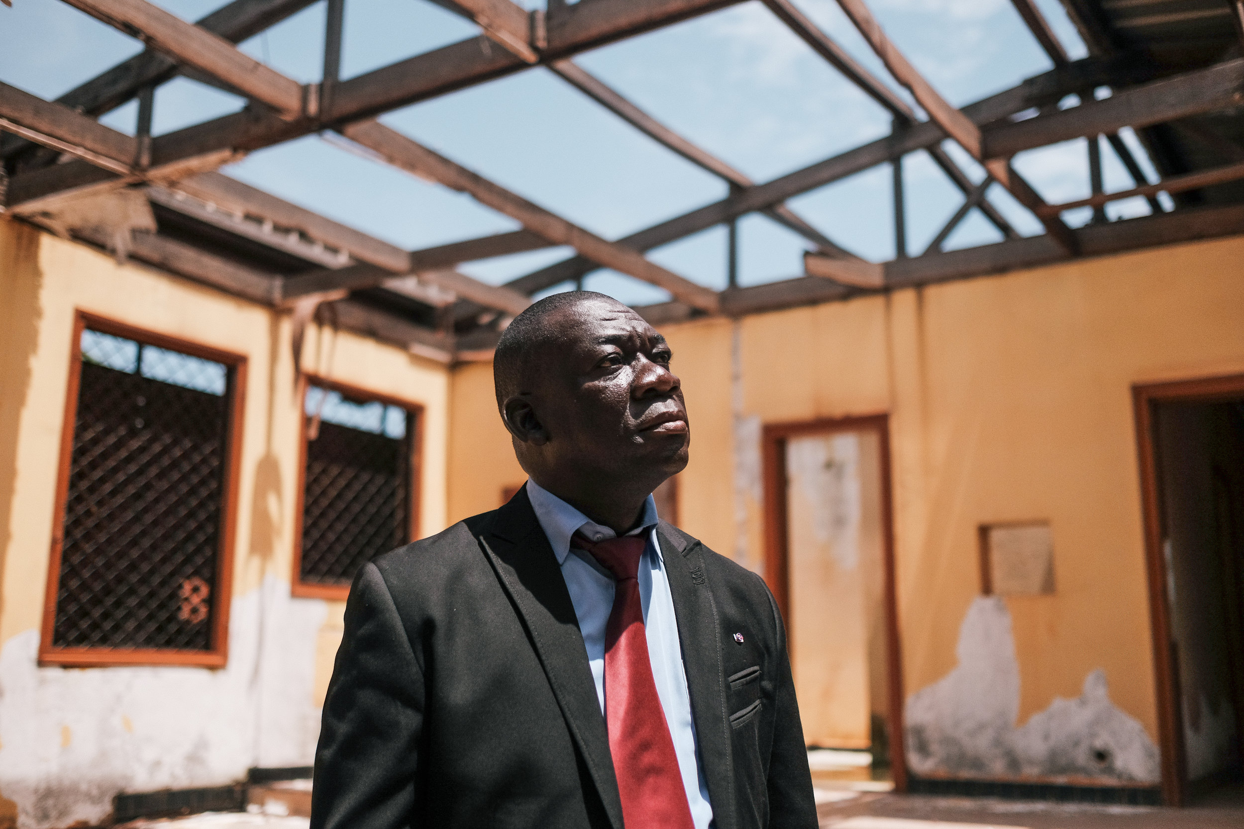 The teacher education venue at Central African Republic's INRAP (Institut national de recherche et d'animation pédagogiques) was heavily damaged during the armed conflict just like the nation's whole education sector. Director Samuel Feizounam checks the missing roof of the auditorium.