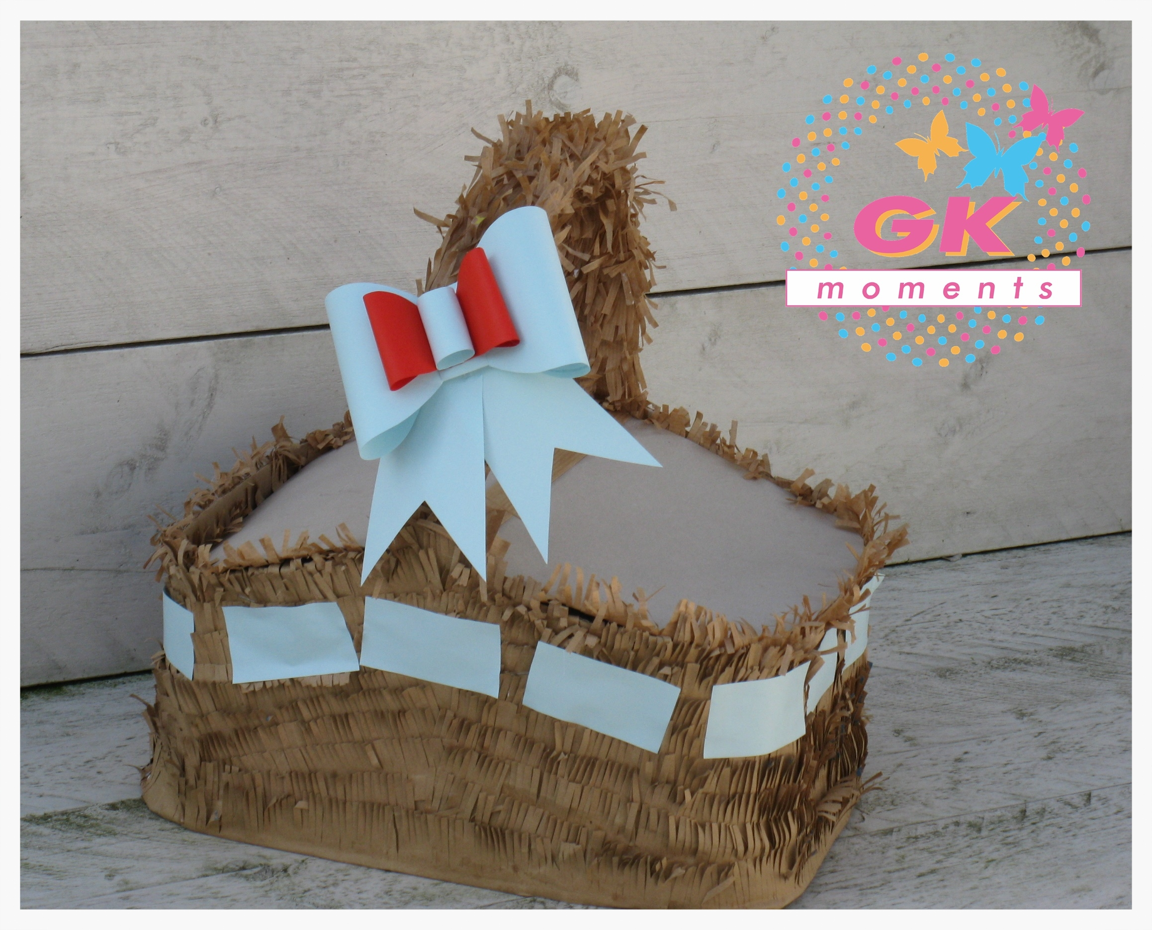 This pinata was inspired basket of Dorothy (Movie Wizard of oz)