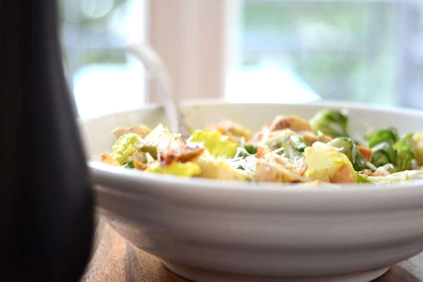 Salat garnieren