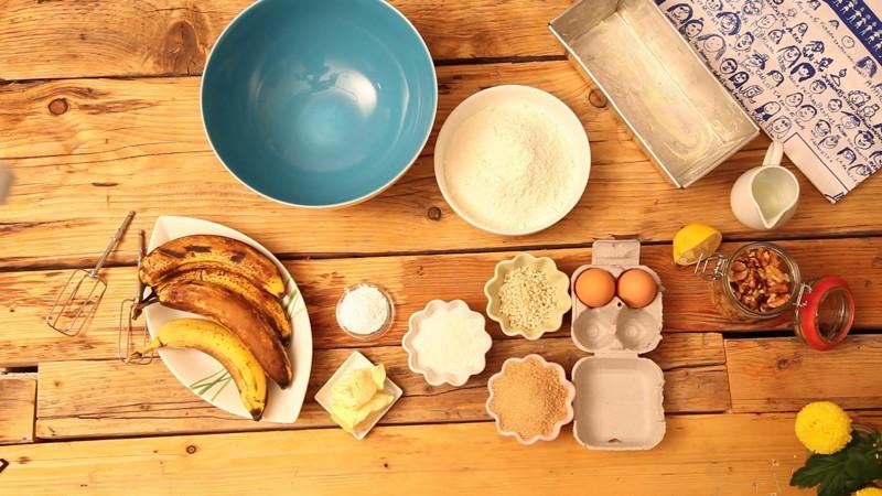 150 g Zucker und 100 g weiche Butter