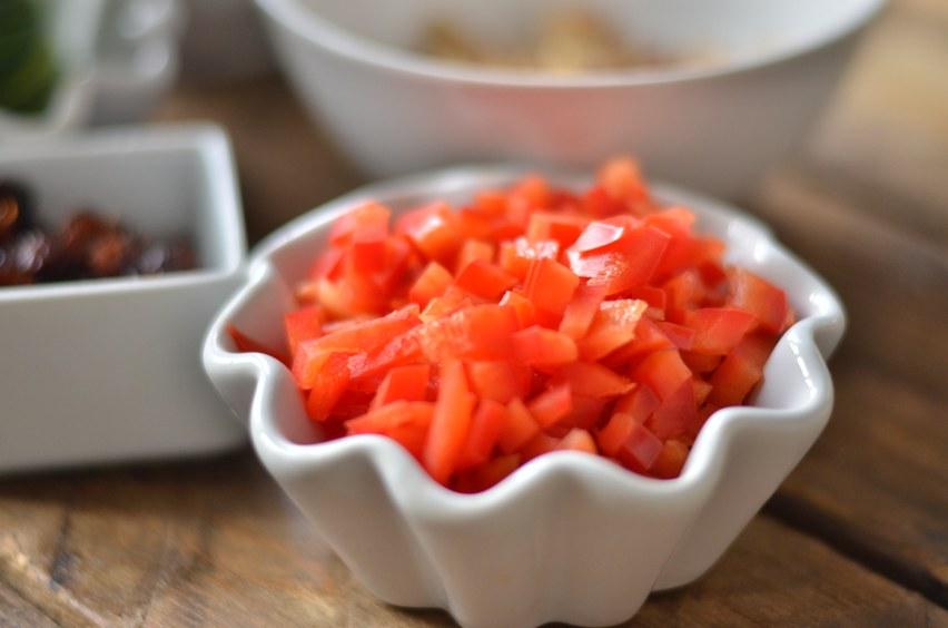 1/2 rote Paprika würfeln