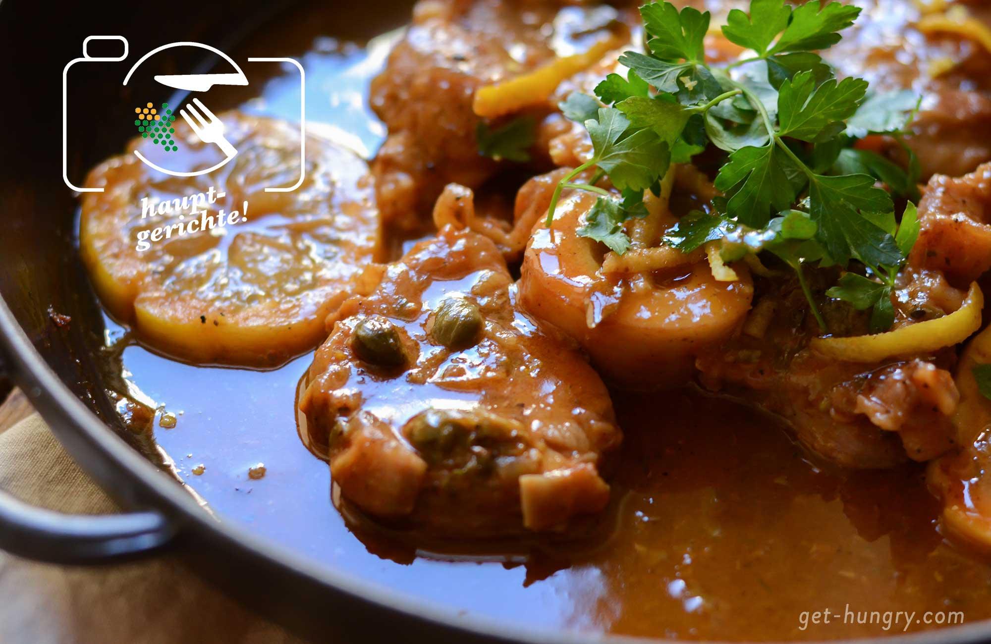 Die Zubereitung eines Ossobucos ist übrigens ziemlich simpel. Das geschmacksintensive Ergebnis zum Augenrollen köstlich. Vier Stück Kalbshaxen-Scheiben würzen, auf einer Seite mit Mehl bestäuben und 2 Minuten scharf in Öl beidseitig anbraten. Fleisch aus der Pfanne nehmen. Knoblauch, Kapern und Tomatenmark anrösten. Mit Zitronensaft und Kalbsfond ablöschen. Fleisch wieder in den Sud legen und ca. 1 Stunde bei kleiner Temperatur weich schmoren. Sauce vor dem Servieren mit kalter Butter montieren und mit frischer Petersilie servieren. Genaues Rezept folgt!