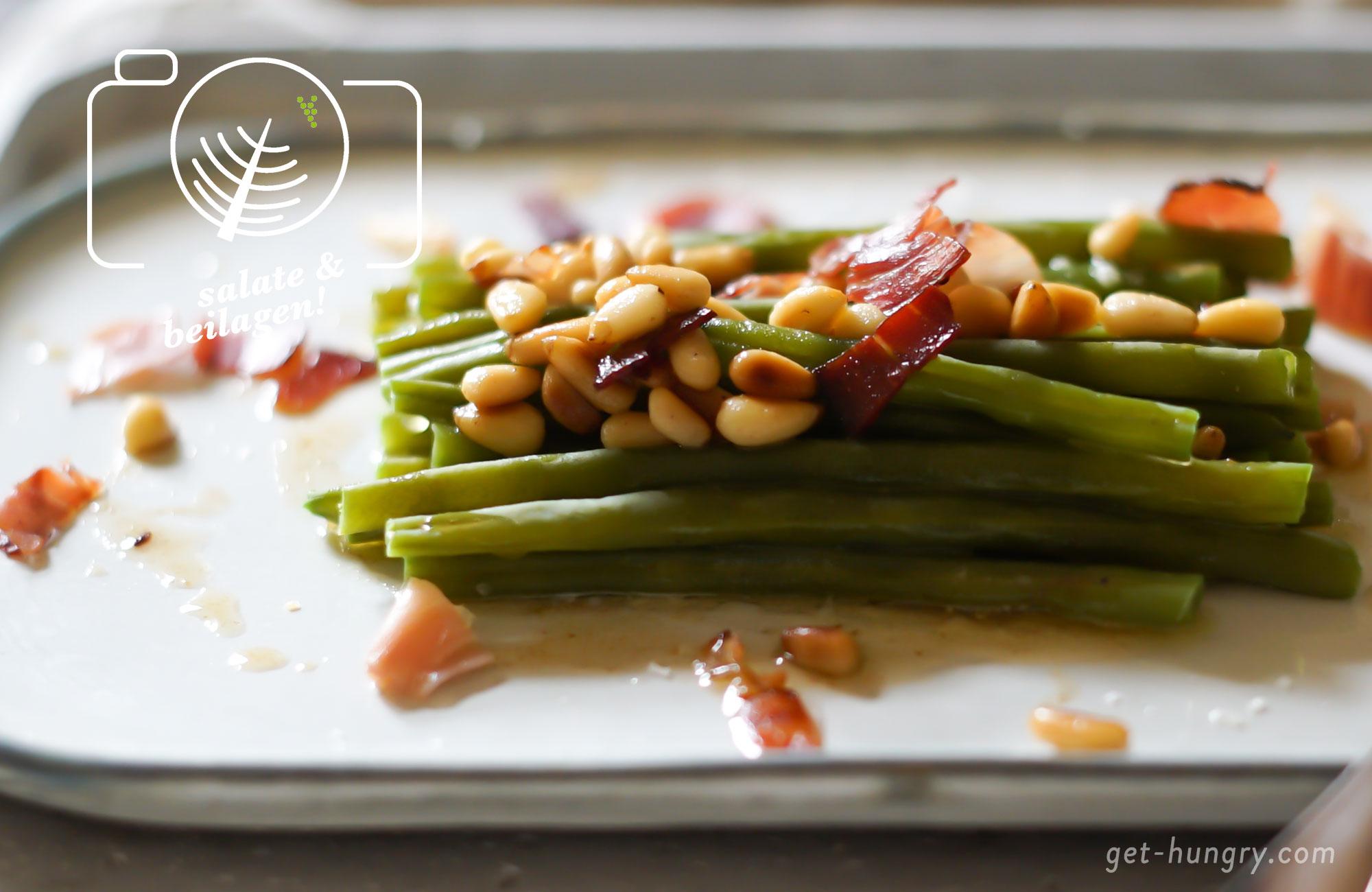 """ALTERNATIV: bei der vegetarischen Variante einfach Bohnen solo mit Pinienkernen mischen. Wer es süßlicher mag, mixt gebratene Birnen darunter - quasi wie """"Birne, Bohne, Speck"""" (...)"""