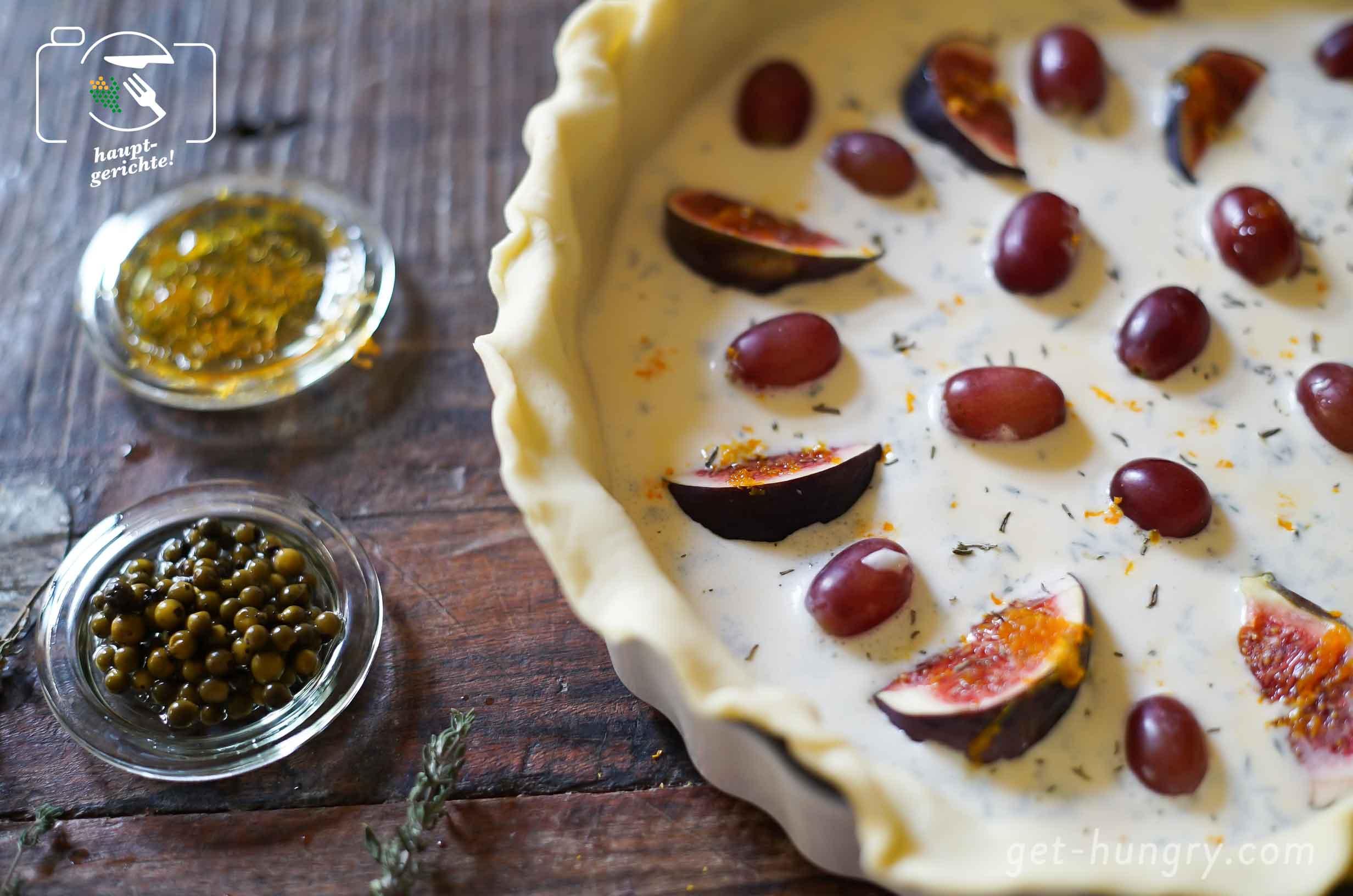 Die bittere Orangenschale, der holzige Ahornsirup, die süßen Früchtchen und die pikante, pfeffrige Mascarpone-Thymian Creme…kann man nur lieben!