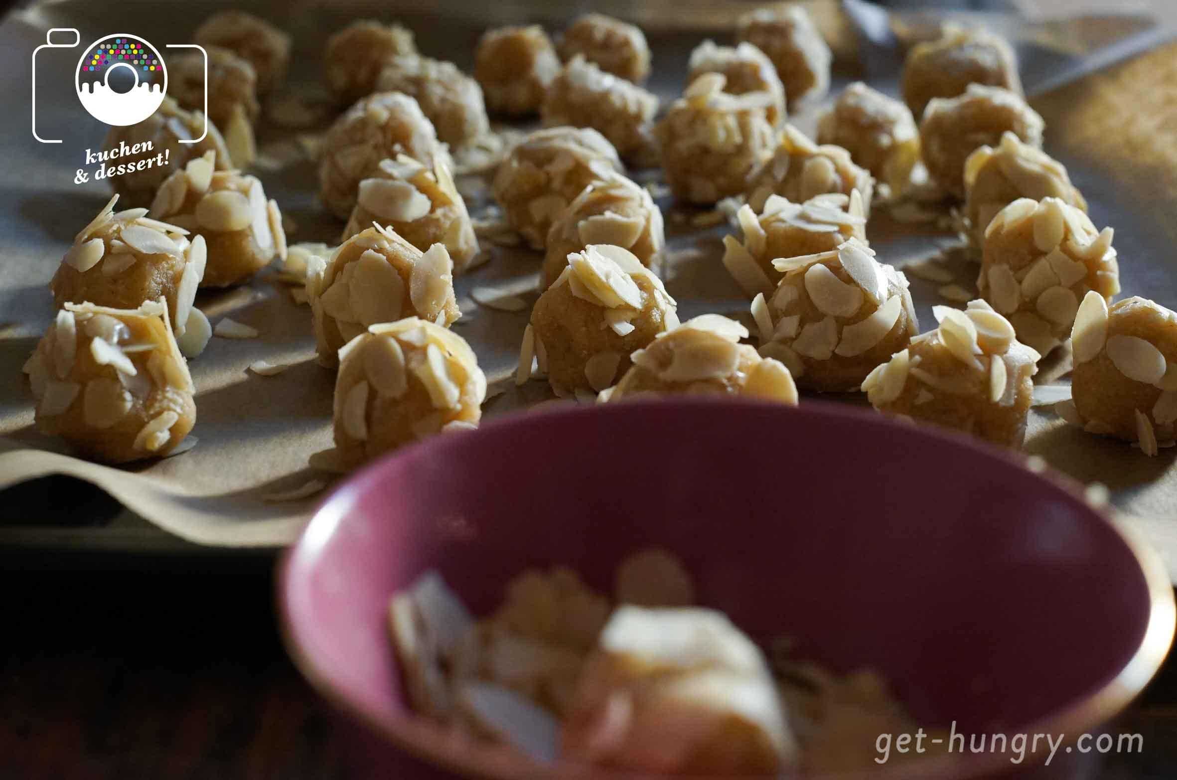 So geht Mandel satt: feinstes Marzipan, Amaretto Mandel-Likör, gemahlene Mandeln und für die krosse Hülle rundherum nochmal viele kleine Mandelblättchen.