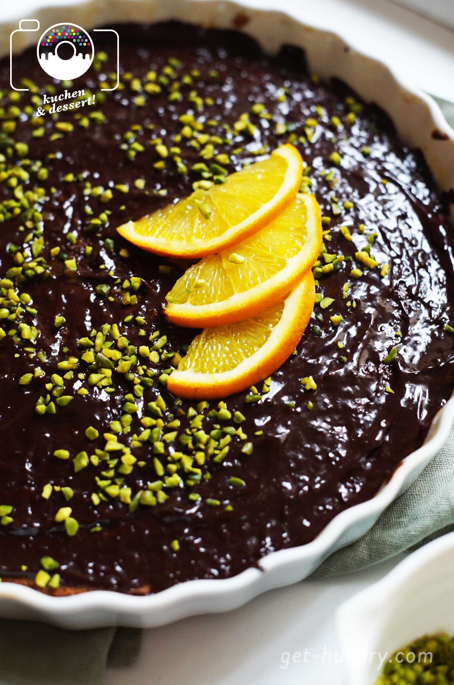 Sour Cream-Pistazientarte mit Orangen-Schokolade