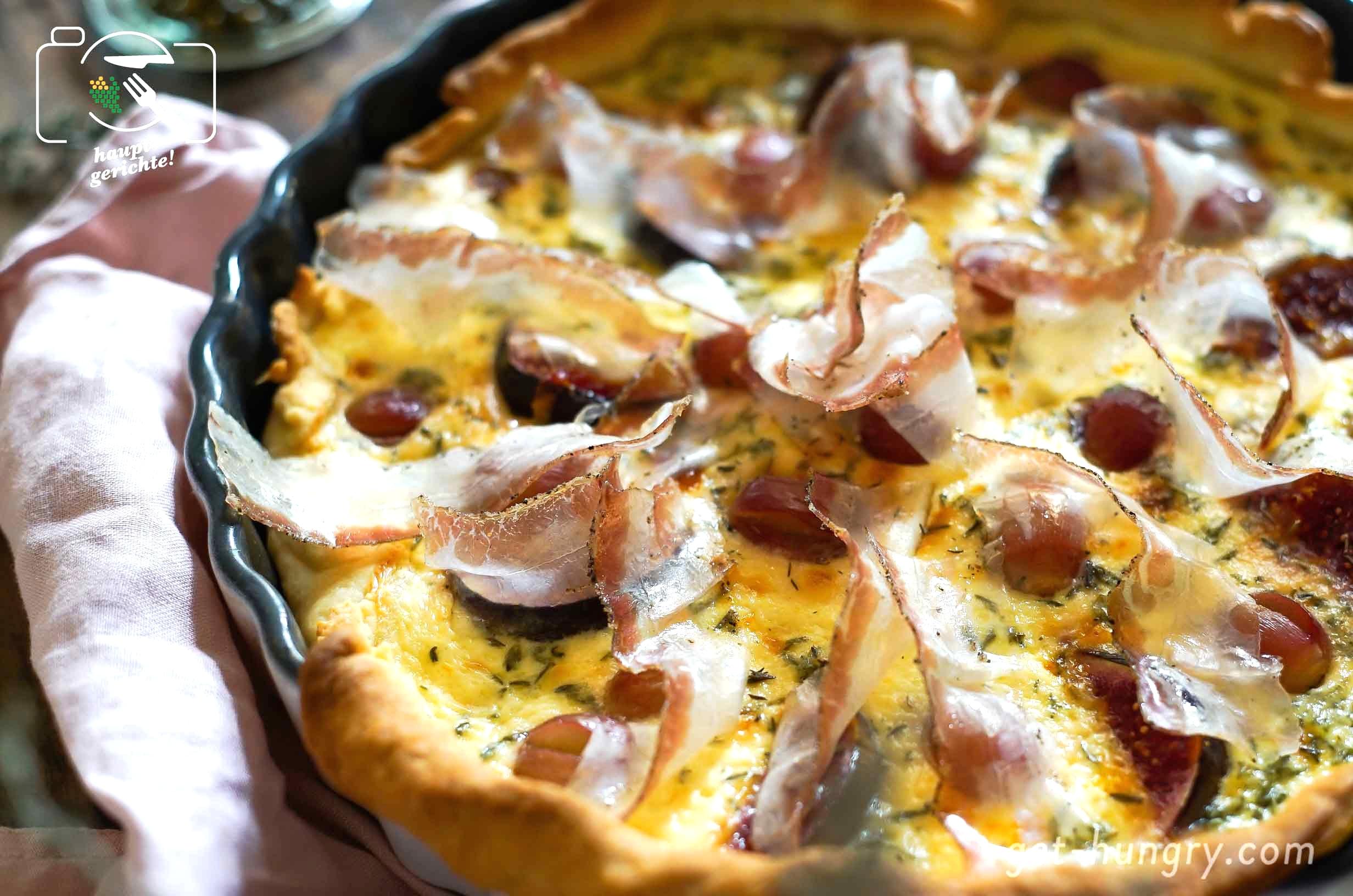 Trauben-Feigen-Tarte+mit+italienischem+Pancetta+und+Pfeffer-Mascarpone