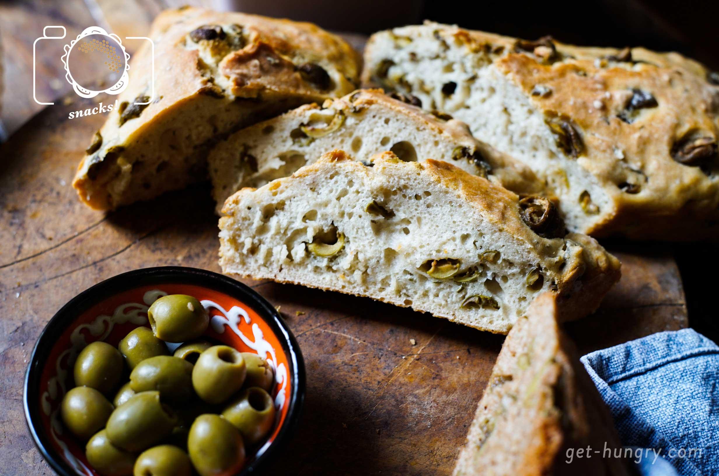Saftiges Olivenbrot - Bekommst du in 1 Stunde gebackenWer glaubt, es wäre aufwendig Brot zu backen, der irrt. Dieses Fast-Food-Rezept ist ein toller Tipp, für alle die ihre Freunde beeindrucken wollen. 100% schnell gemacht, einfache Zutaten und ziemlich köstlich.