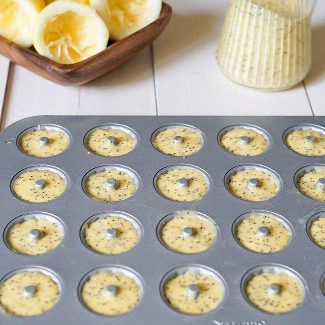 Früh morgens und es duftet herrlich nach Zitrone: Mini Gugelhupfs in the baking 🍋🍋🍋________________________________________________________ #backen #gugelhupf #zitrone #sweet #süssigkeiten #naschen #lemon #baking #nomnomnom #vorfreude #wiedasduftet #cake #kuchen #naschkatze #foodblogger #foodie #foodforever #soulfood #weekendvibes