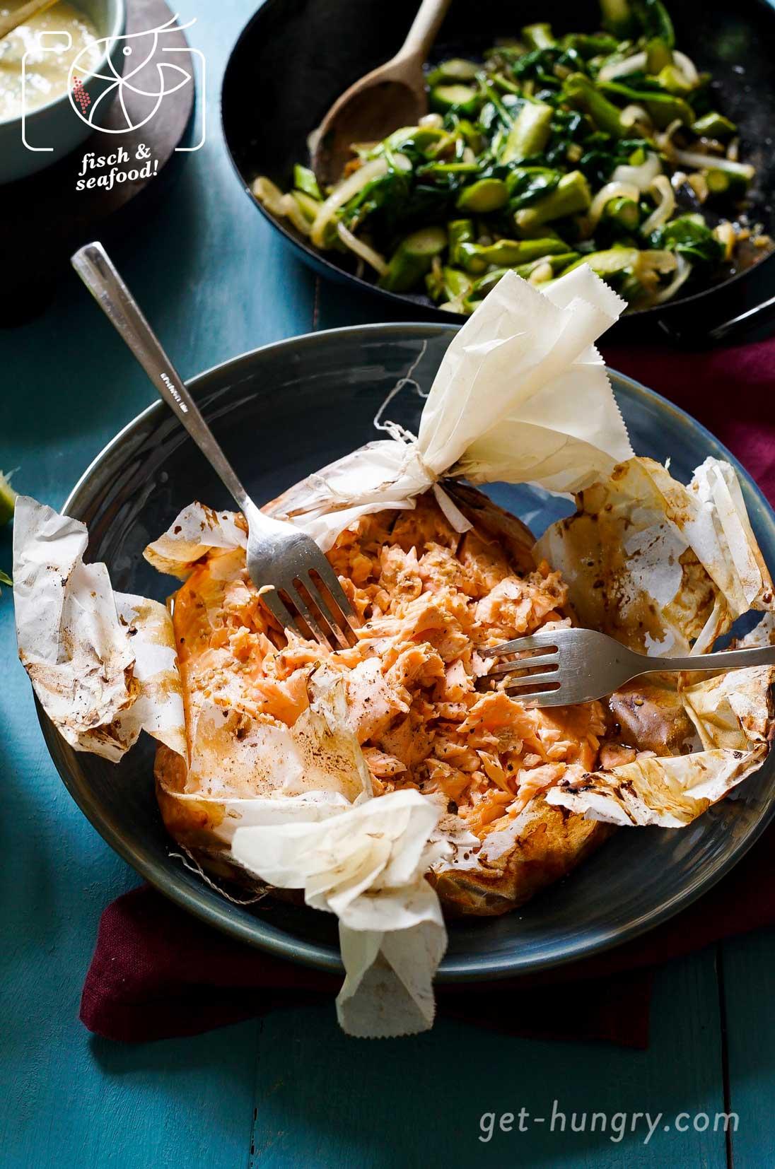Fischbrötchen mit Pulled Lachs, Spargel und Maracuja-Mayonnaise