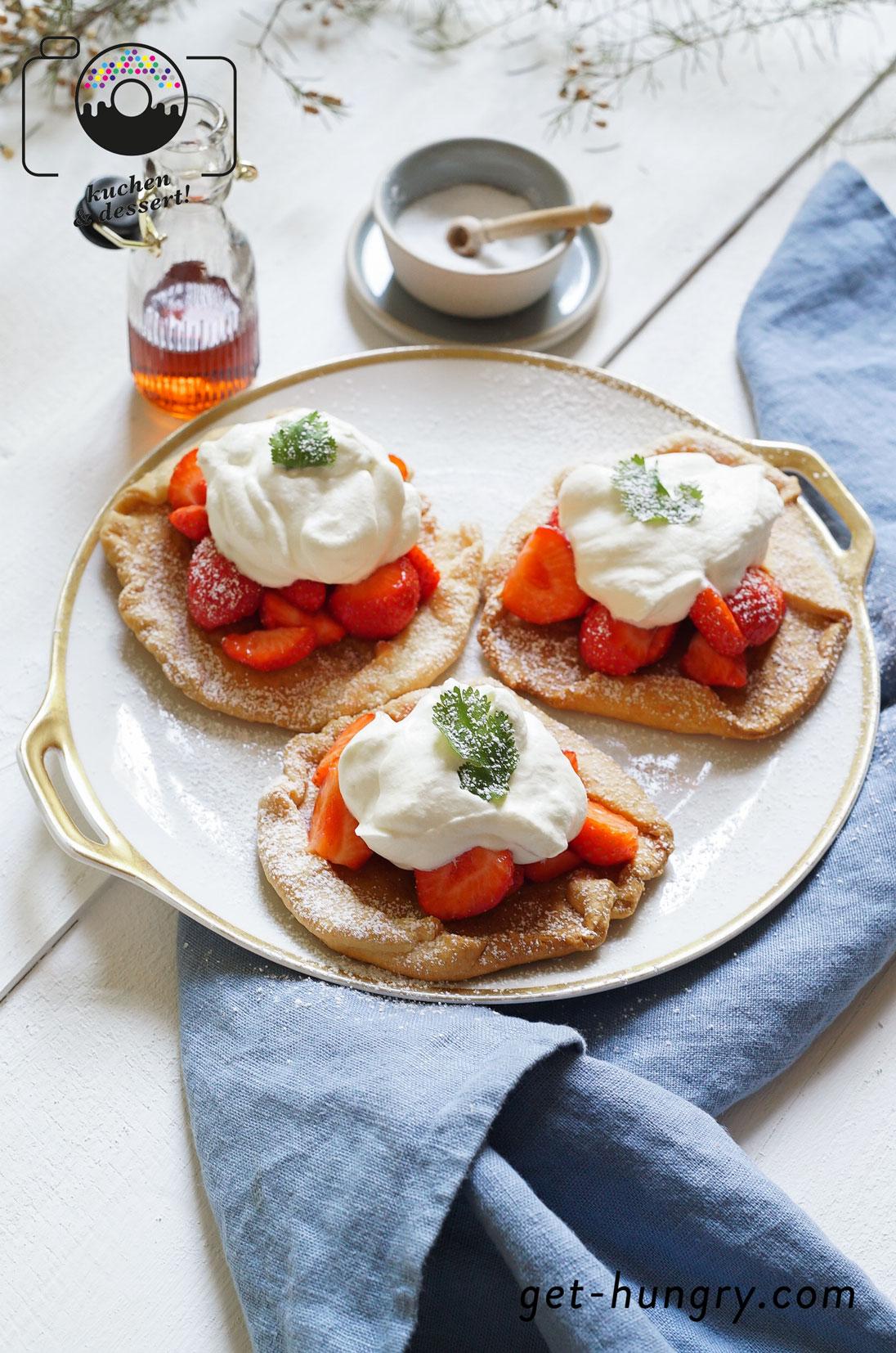 Mini-Galette mit Vanille-Sahne und beschwipsten Erdbeeren