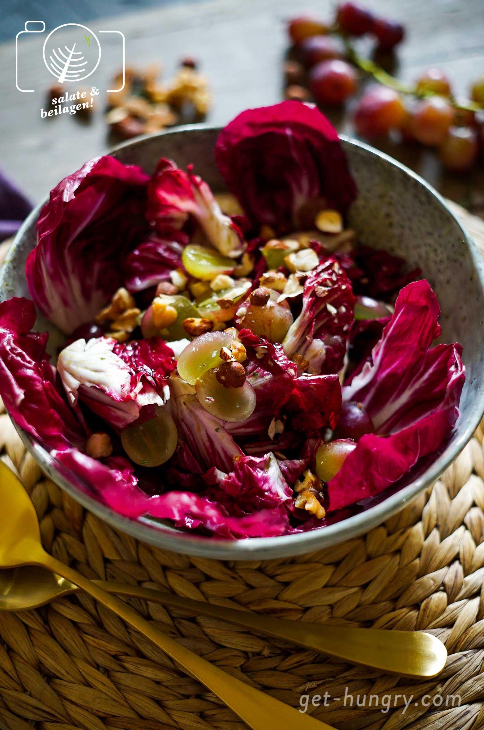 Köstlicher Herbstsalat mit Radiccio, Trauben und Nussmix