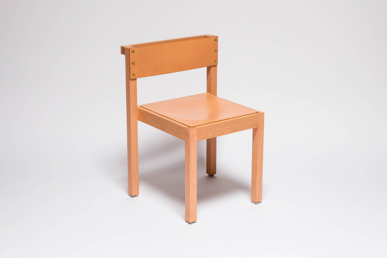 1-NINETY CHAIR FRONTAL PINK.jpg