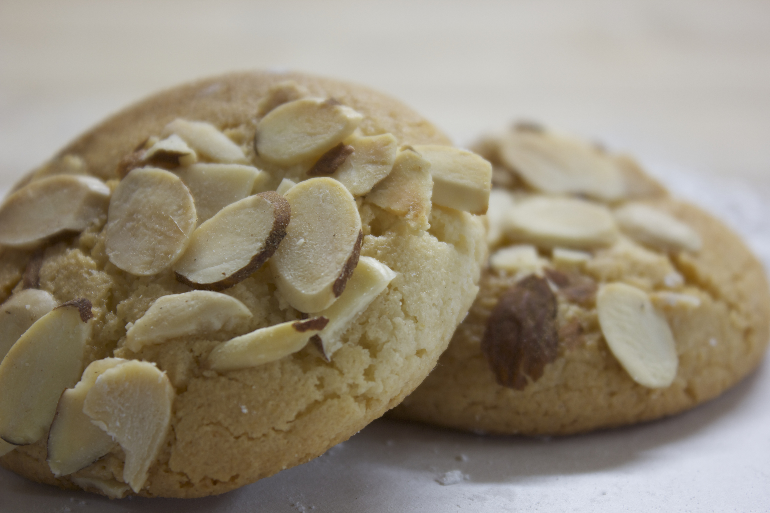 Sliced Almond Cookie*